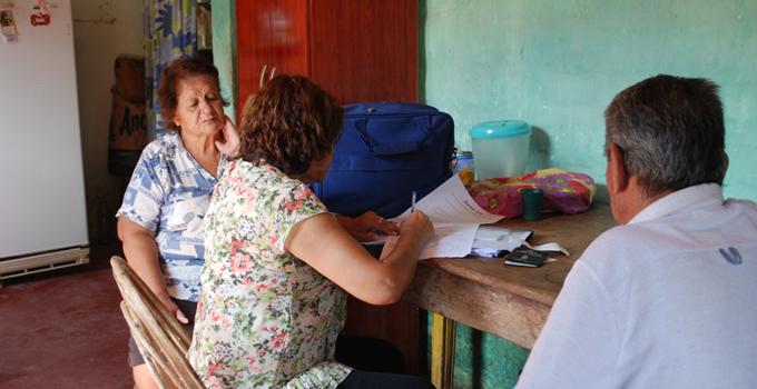 El PAMI realiza relevamiento y entrega de subsidios a los afiliados