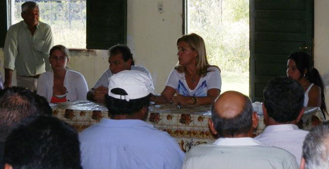La Intendente de Bella Vista se reunió con productores de 3 de Abril