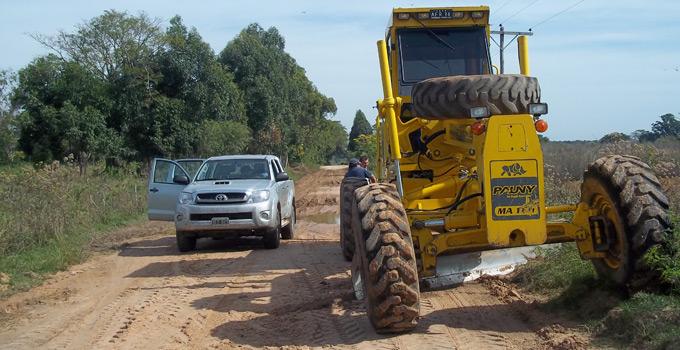 La Secretaría de Infraestructura trabaja en mejoras de caminos vecinales