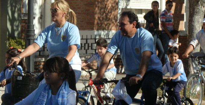 Nancy Sand en la Bicicletada por la Patria