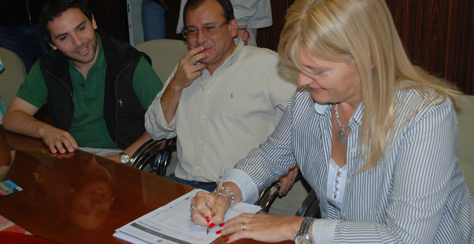 """Las Autoridades Municipales recibieron a la campaña """"Pueblos por Malvinas"""""""