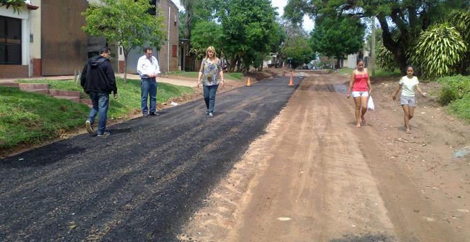 Nancy Sand verifica culminación de obras de asfalto