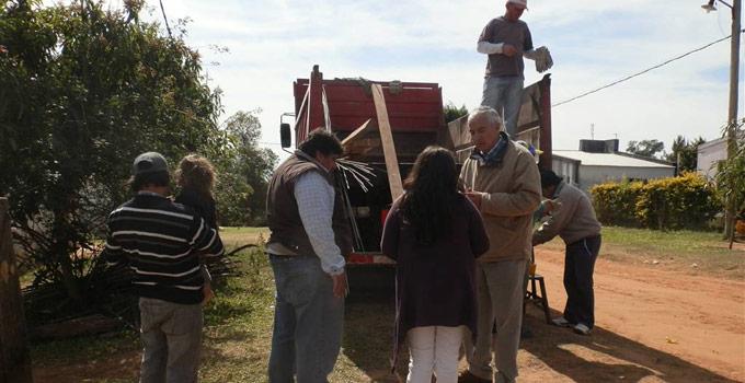 El Secretario de Salud Enrique Ferreyra hace entrega de materiales