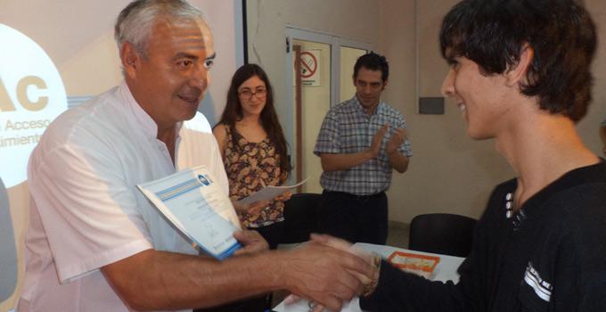 El Secretario de Salud Enrique Ferreyra entregó los certificados del curso de Elaboración de Proyectos Sociales