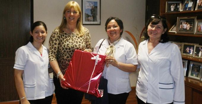 Nancy Sand entregó Microscopio para el Colegio Nuestra Sra. de Itatí