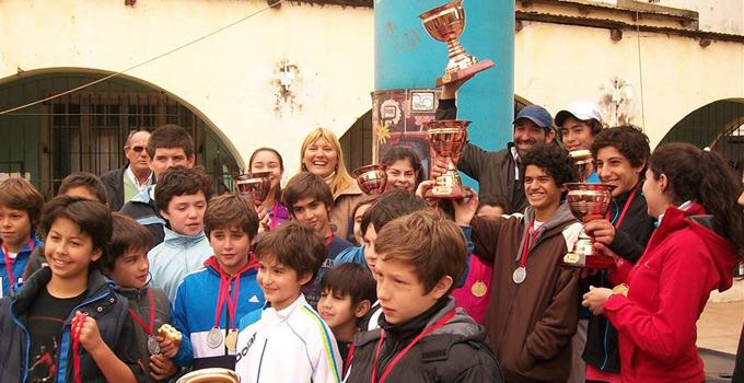 La Intendente Nancy Sand entrega premios en el Torneo Provincial de Menores de Tenis