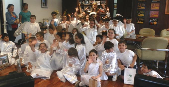 """""""Ángeles Somos"""" alumnos del Colegio Itatí visitaron a Nancy Sand"""