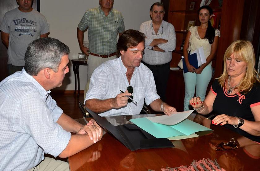 Transición: Firma de actas y reunión de gabinete