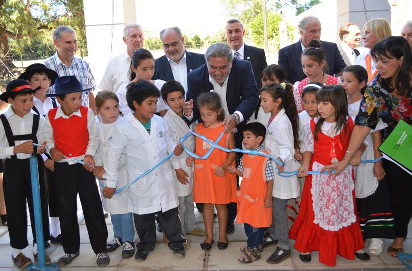 Histórica inauguración de la Escuela Nº 452 de Isla Alta
