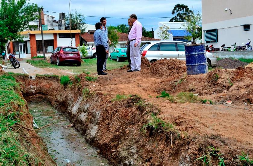 Supervisan desagüe en la ex laguna del Mercado