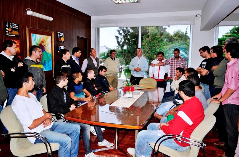 Chavez recibió a Estrada subcampeón de la C