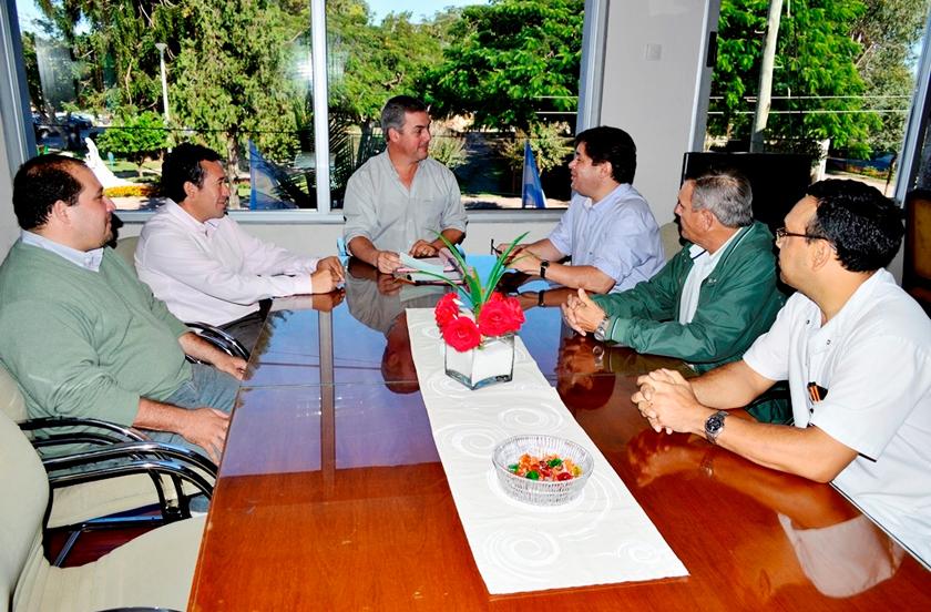 Chavez entregó subsidio a la Asociación de Pesca y Turismo