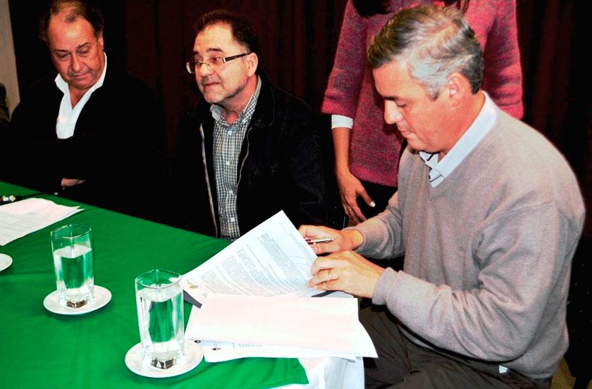 Chavez firmó la adjudicación de consultoría para desagües