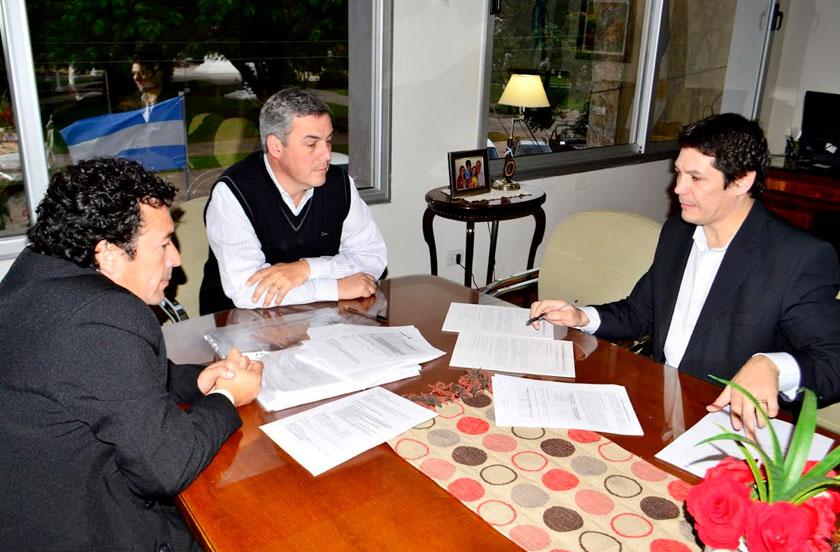 Chavez firmó convenio con Rapipago