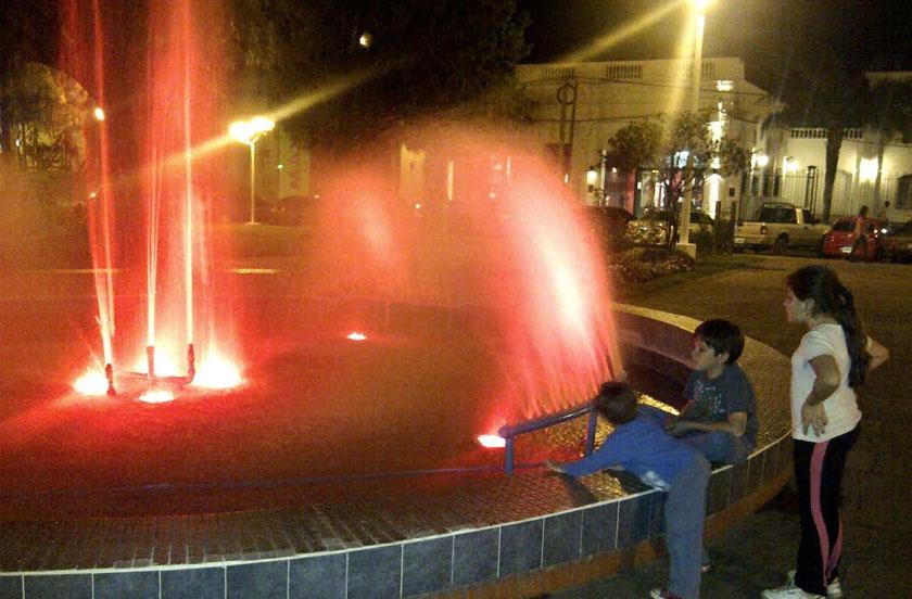 Ponen en funcionamiento la fuente de plaza Ferré
