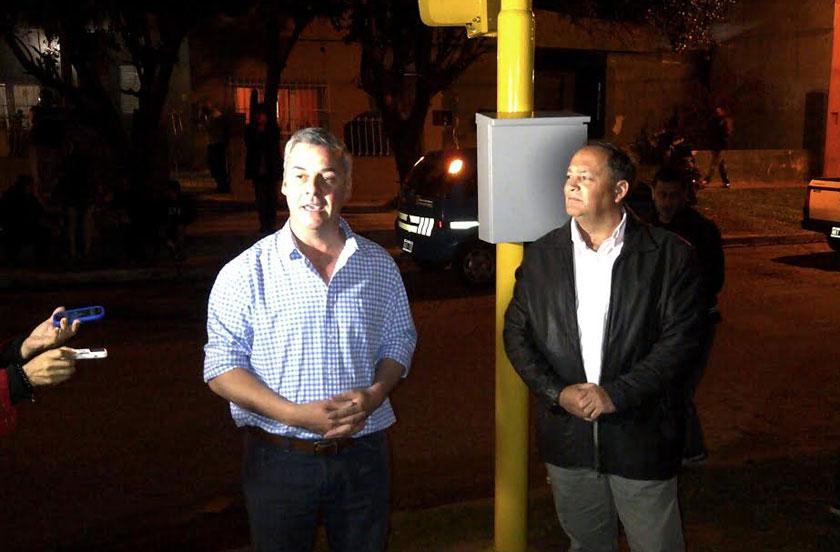 Instalan semáforo en San Luís esquina Sucre