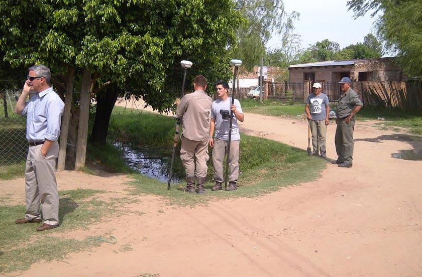 Chavez recorrió obras para desagüe y repavimentación