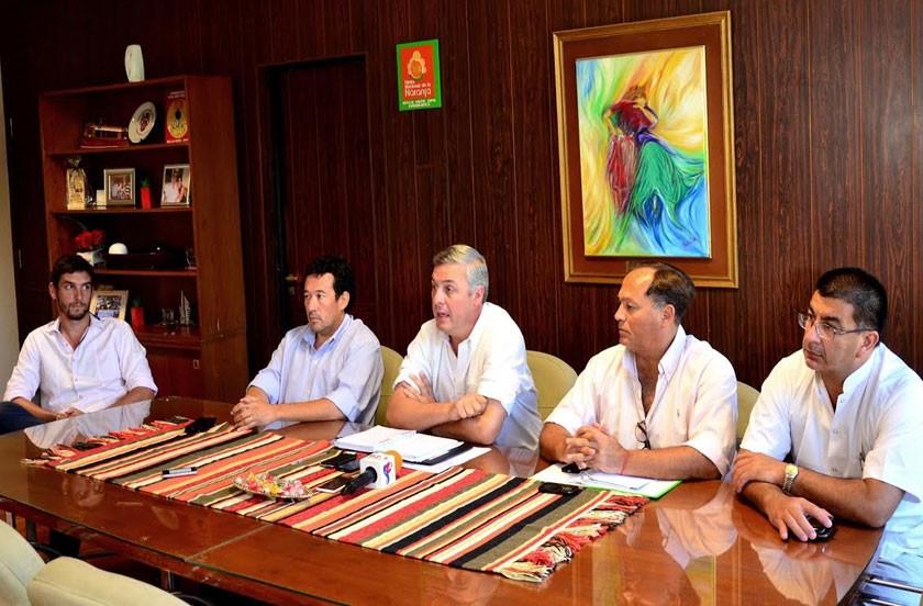 Chavez otorgó aumento del 30% a municipales