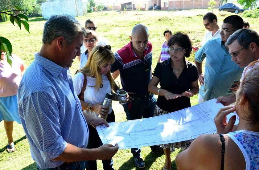 Chavez y su equipo en barrio Costa Esperanza