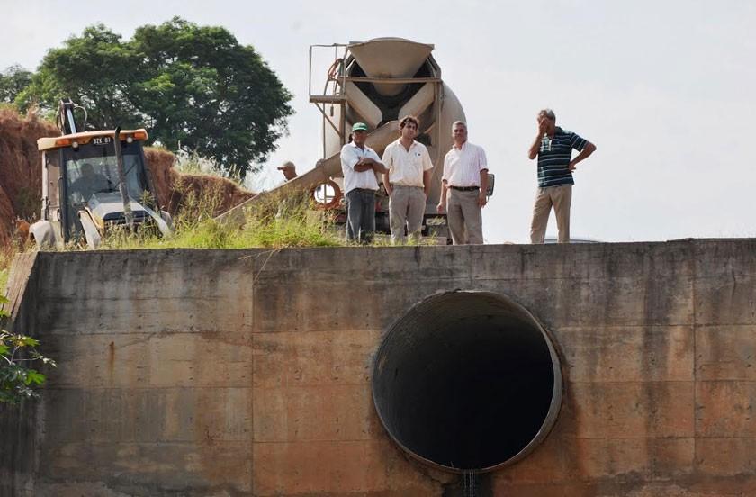 Obras de mantenimiento en desagües de la zona sur