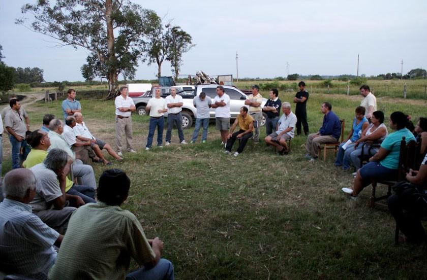 Reunión del DEM con productores de Colonia Progreso