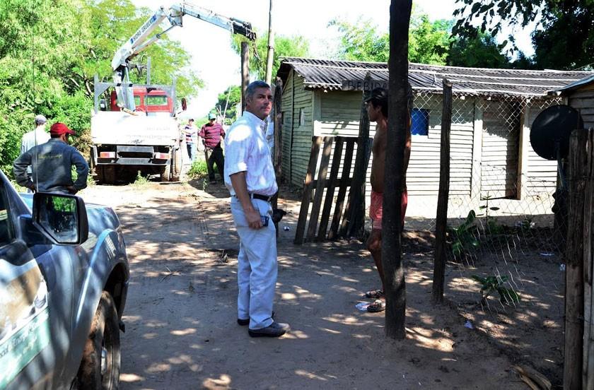 Instalan red eléctrica nueva en barrio Costa del Paraná