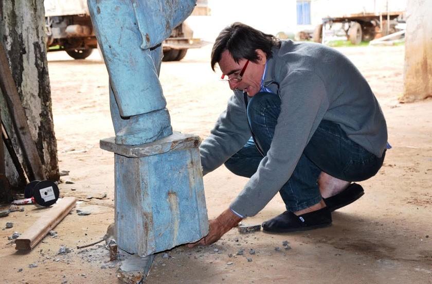 Restauran el monumento homenaje a Ruvén Miño