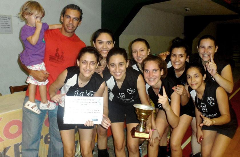 Santa Lucía campeón del provincial de voley femenino