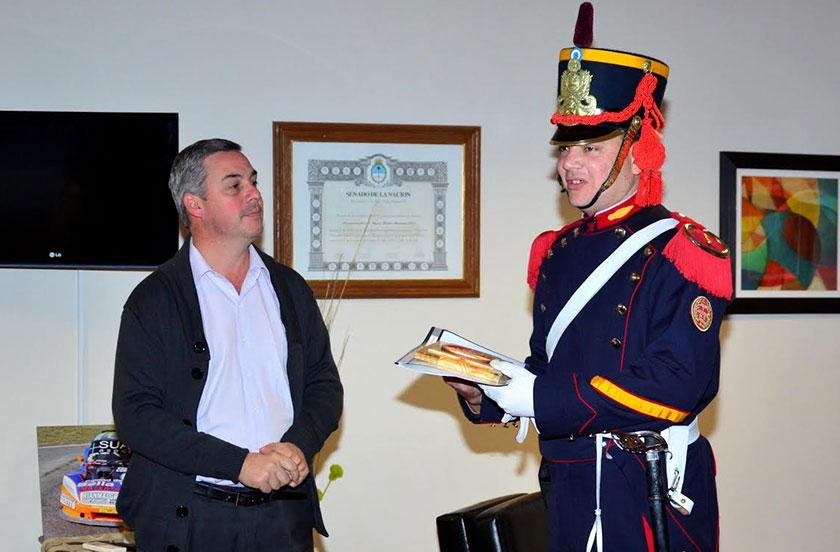 Chavez recibió al Granadero Sergio Vera