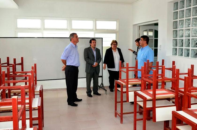 Inauguran aula y oficina del Centro de Estudiantes del IFD