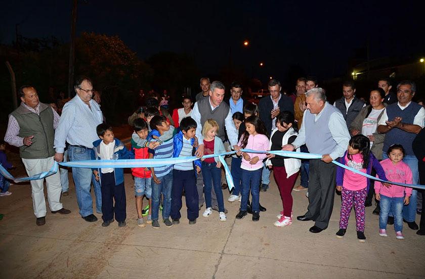 Chavez inauguró las obras de calle Comercio