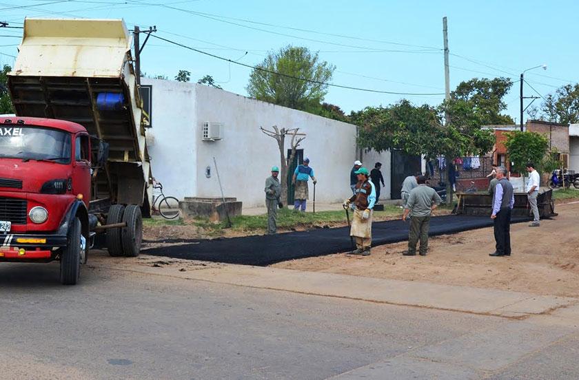Obras de asfalto en barrio San Vicente