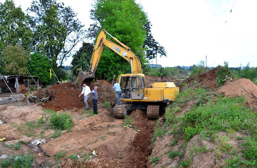 Continúan obras de canalización rural