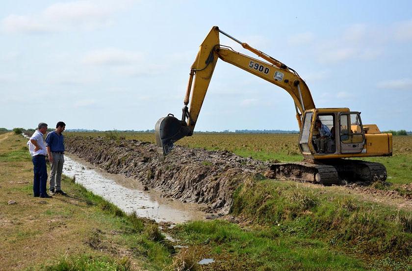Continúan las obras de canalización rural