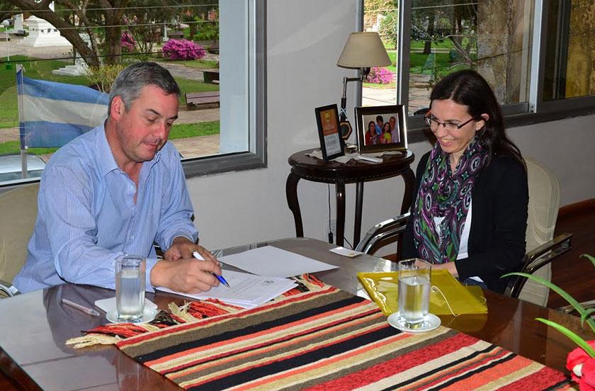 Chavez firma convenio con el NAC