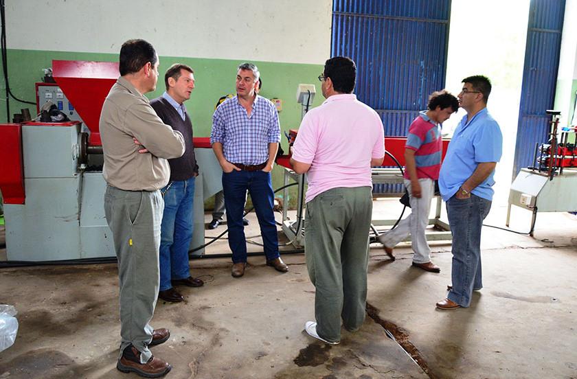 Municipio y cooperativa ceden caños plásticos a INTA Mercedes