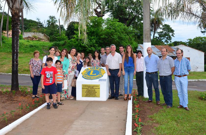 Inauguran monumento homenaje a los 50 años del Club de Leones