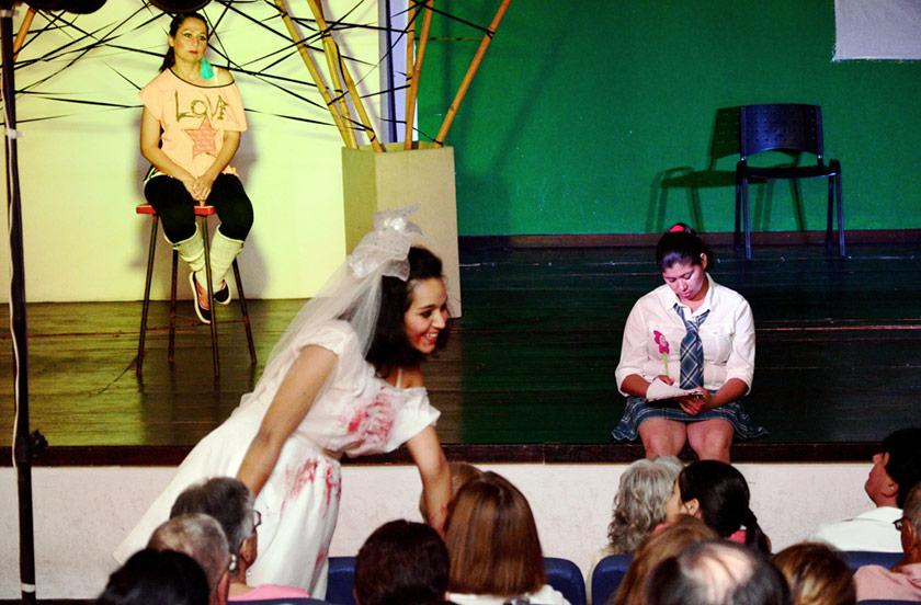 Taller de teatro municipal debutó en la Casa de la Cultura