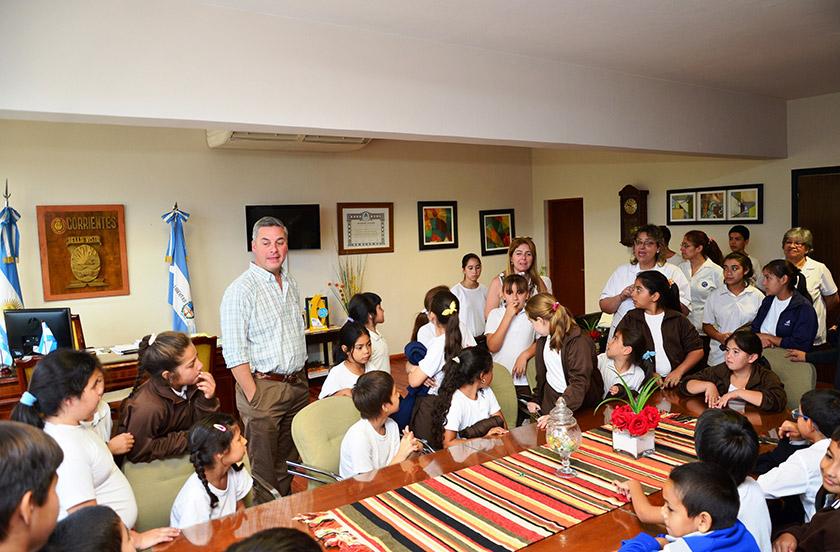 Escolares visitaron al intendente municipal