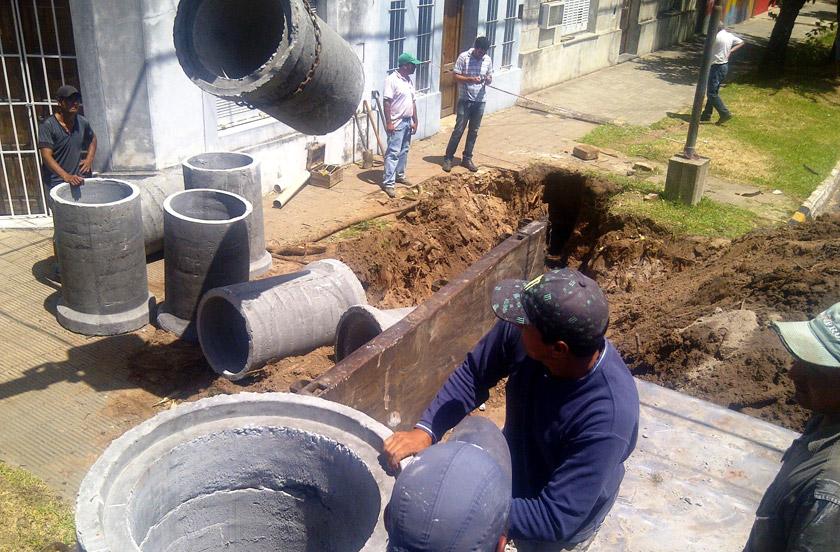 El municipio repara sistema pluvial en pleno centro