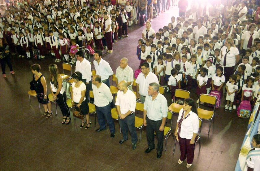 Chavez inauguró el ciclo lectivo 2016 desde la Escuela 451