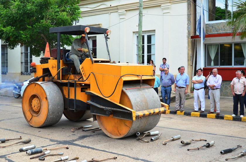 El municipio destruyó caños de escape no autorizados