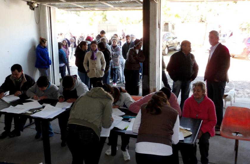 Gobierno y municipio asisten a familias afectadas por las lluvias