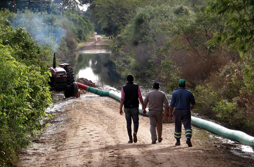 Continúa el trabajo de desagües rurales