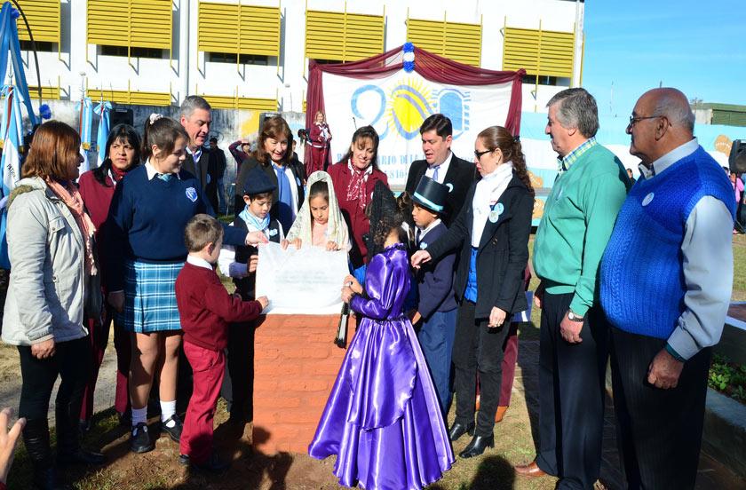 Por el Bicentenario Argentino imponen nombre a plaza del Bº Los Pinos