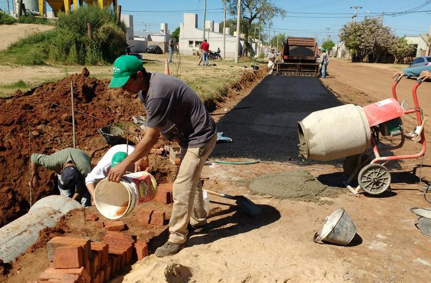 El municipio asfalta calles del barrio sur
