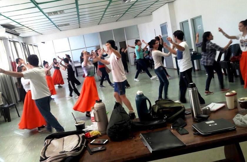 El Ballet de la Naranja se prepara para la fiesta nacional