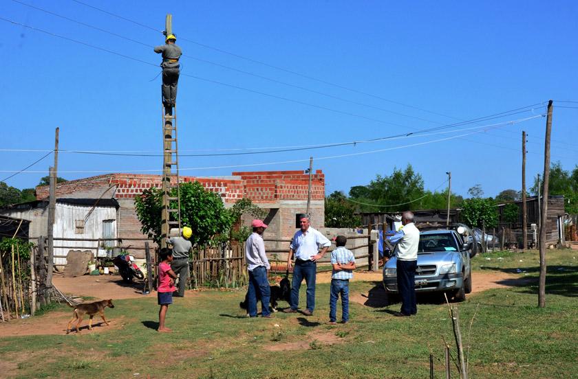 Amplían redes de energía en asentamientos precarios