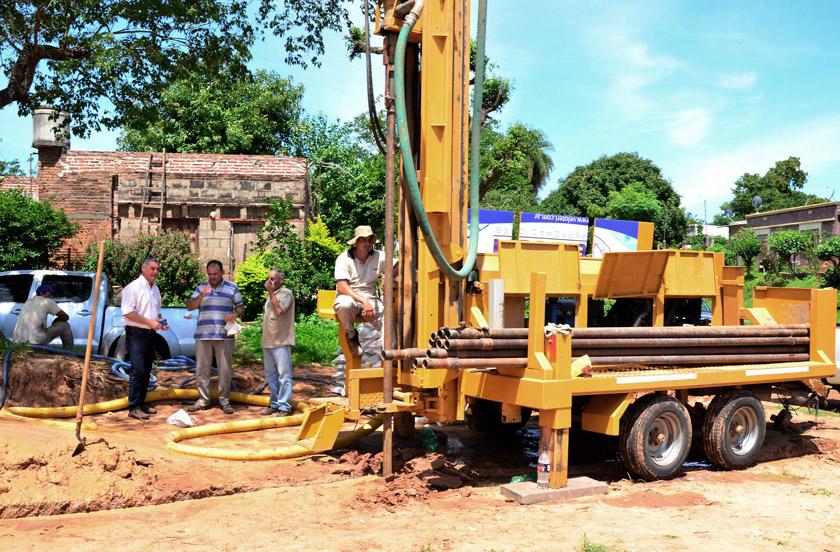 Chavez presenció obras de presurización de agua en Barrio Norte