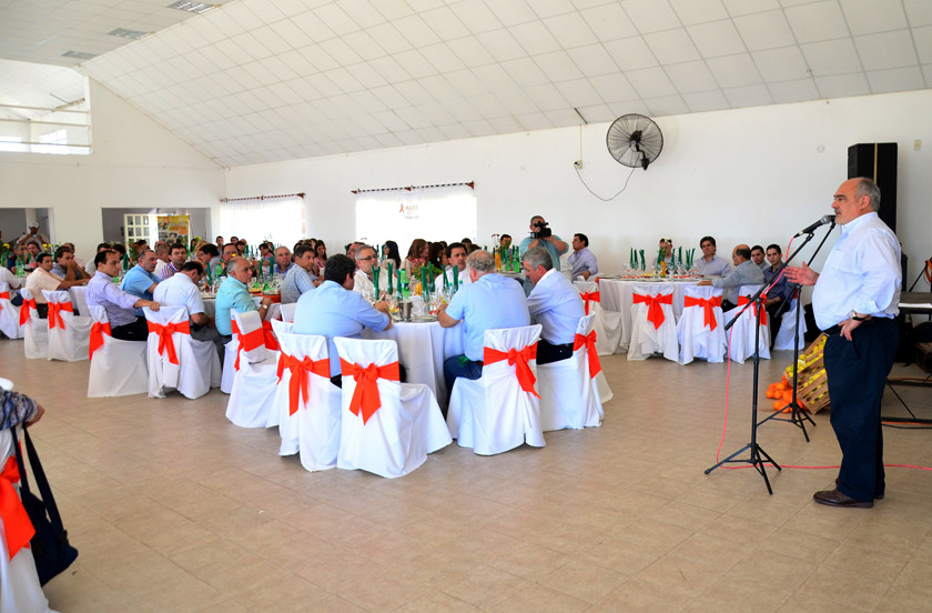 El gobernador de Corrientes dialogó con productores cítricos